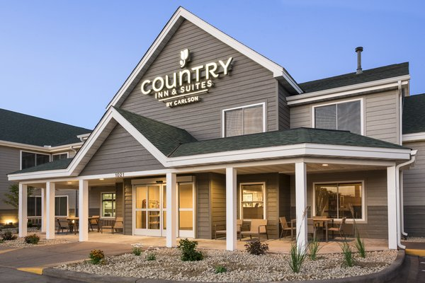 Country Inn & Suites - Chippewa Falls